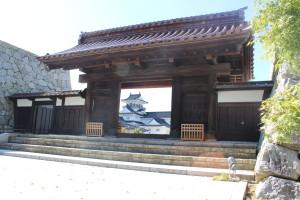 千歳御門と富山城